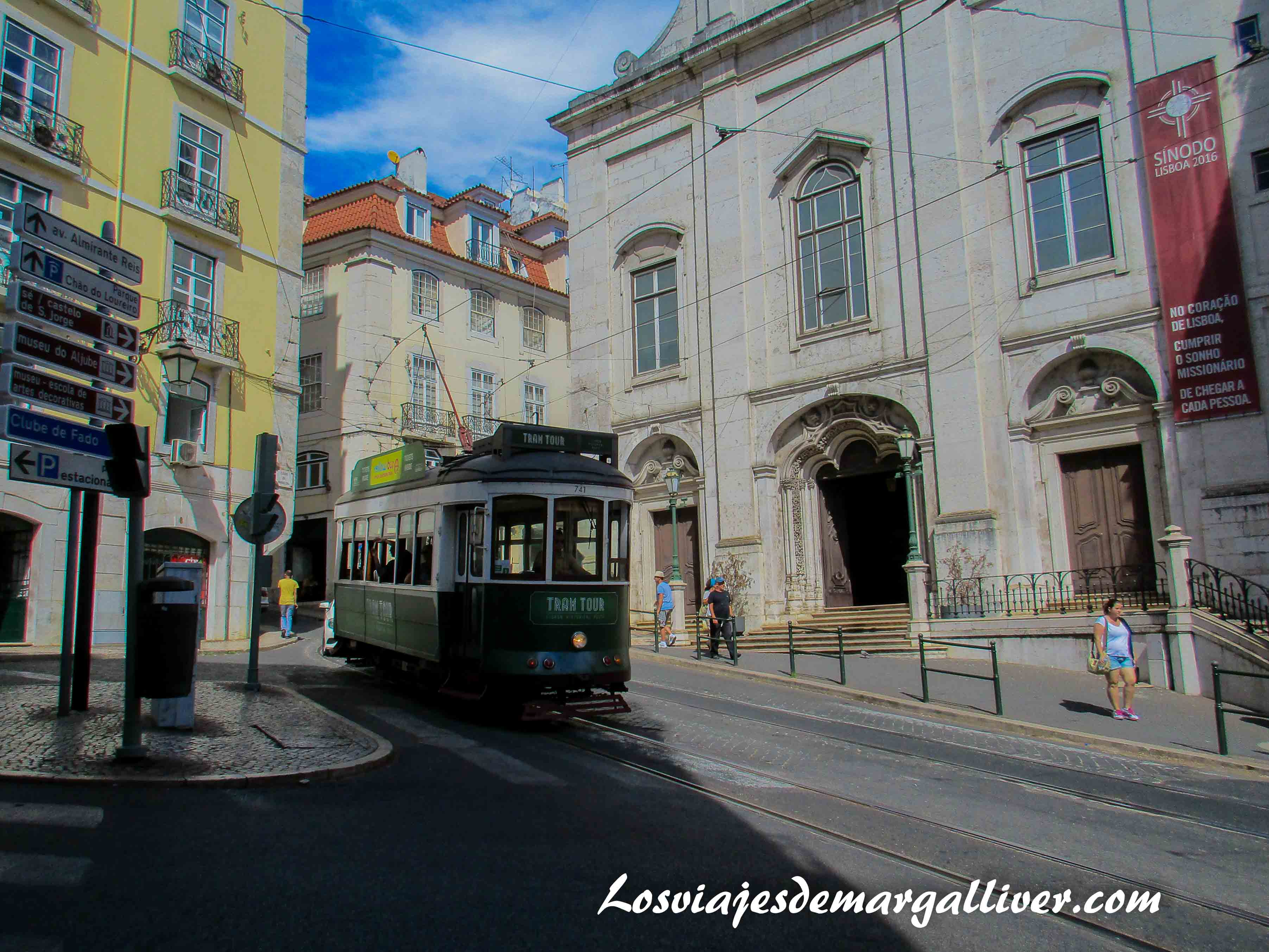 Tranvia pasando en Lisboa - Los viajes de Margalliver